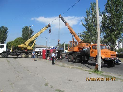 В Запорожье грузовик перегородил Набережную