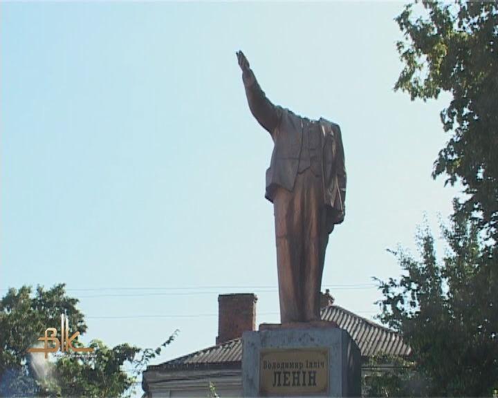 На Житомирщине Ленин остался без головы (ФОТО)