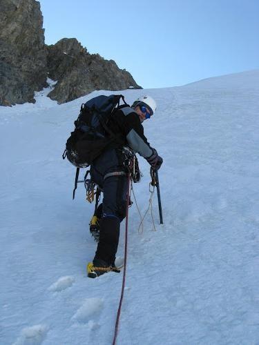 На вершине Коммунизма умер российский альпинист