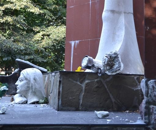 На Львовщине разбили монумент УПА