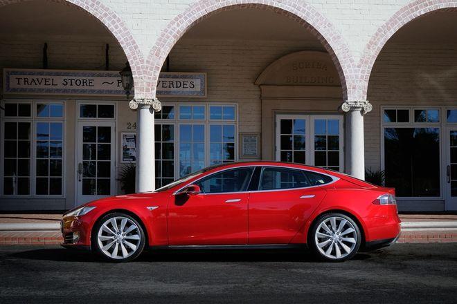 Тесла Модель С назван самым безопасным авто