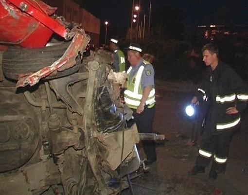 В Киеве БМВ налетел в столб