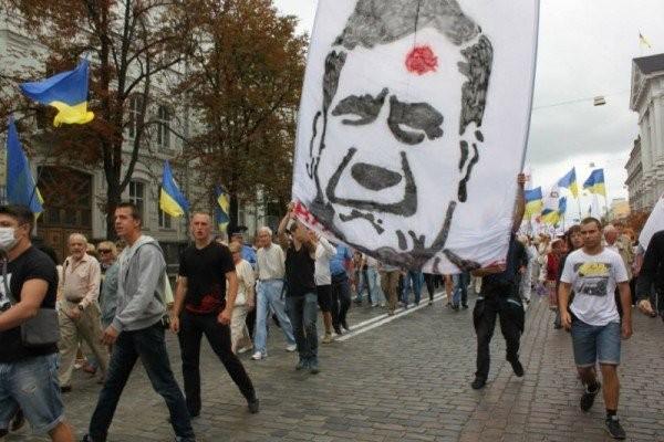 У Януковича стартует болезнь Брежнева?