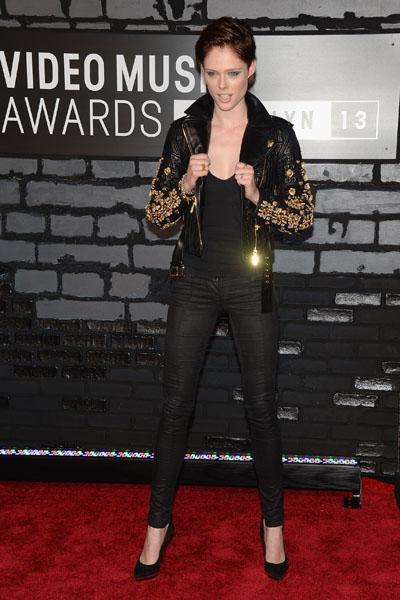 MTV Video Music Awards-2013: слабейшие виды алой дорожки