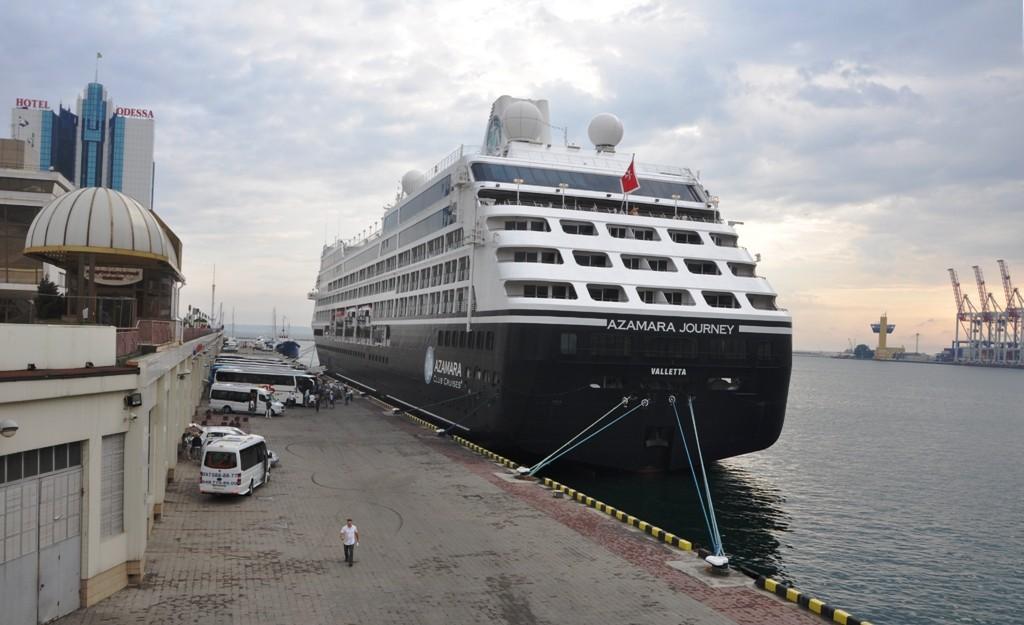 Североамериканский супер-лайнер пришвартовался в Одесском порту