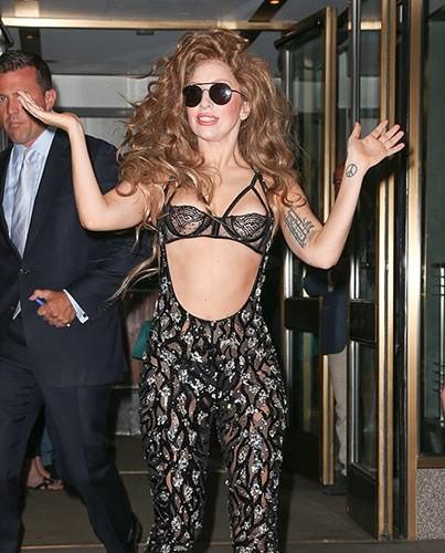 Леди Гага удивила аэродром Хитроу собственным убором (ФОТО)