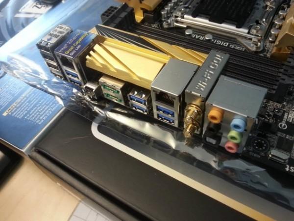 Оплата ASUS X79 Deluxe для микропроцессоров Intel Ivy Bridge-E