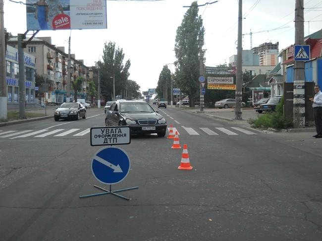 В Луганске на проходе сшибли 2-ух детей (ФОТО)