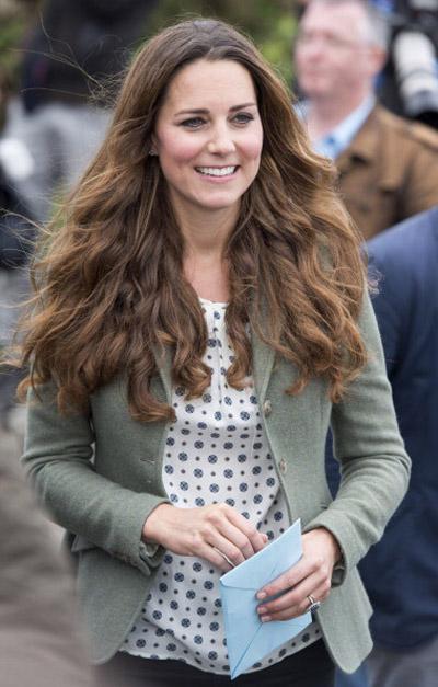 Кэтрин в первый раз вышла в свет после рождения короля Георга