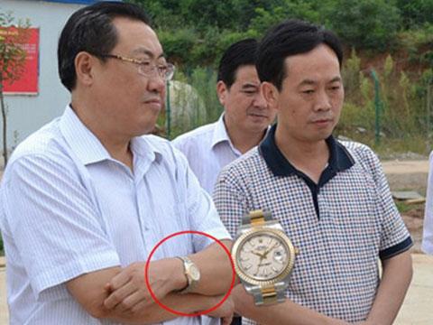 В КНР за усмешку около ДТП и часы госслужащий обрел 14 лет
