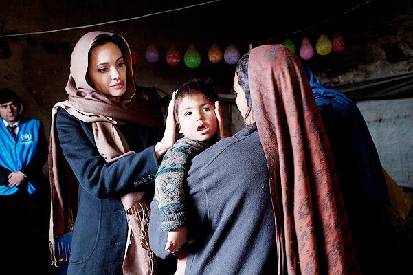 "Анджелине Джоли дадут ""Оскар"" за добродушные дела"
