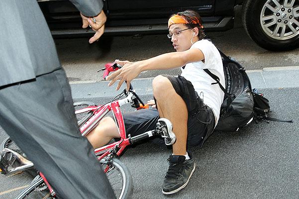 Николь Кидман попала под колеса велосипедиста (ФОТО)