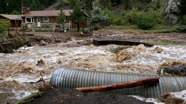 Не менее 500 человек исчезли из-за наводнения в Соединенных Штатах (ВИДЕО)