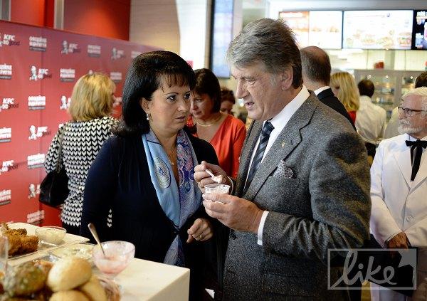 Ющенко закусил куриные ножки на изобретении фастфуда