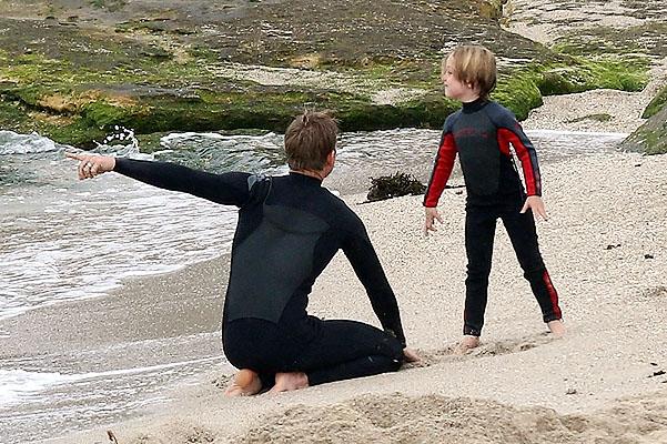 Вивьен и Нокс Джоли-Питт обучатся улавливать волну в Сиднее (ФОТО)