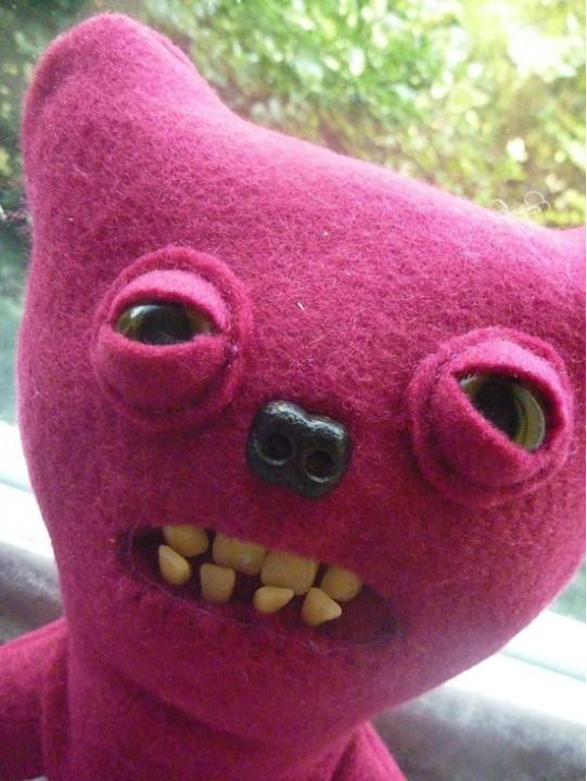 Бытовые опасные монстрики в качестве мягких игрушек