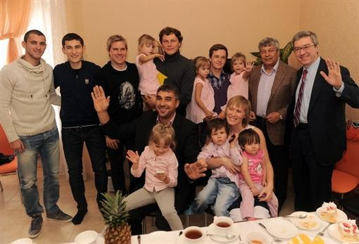 Пятов влюбился в тройняшек, а Степаненко желает огромную семью