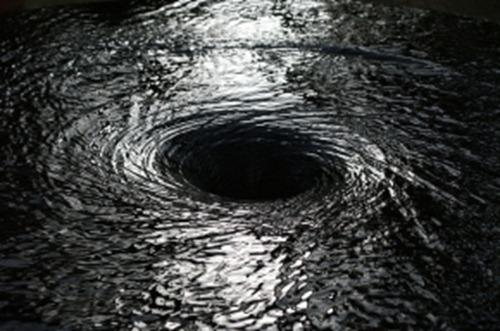 """В Атлантическом океане обнаружили всепоглощающие """"черные дыры"""""""