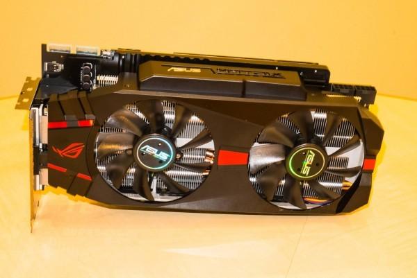 Cнимки графического ускорителя ASUS Radeon R9280X ROG Матрикс