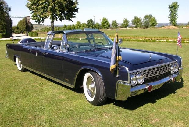 Предназначенный для Джона Кеннеди автомобиль с откидным верхом выселят на аукцион