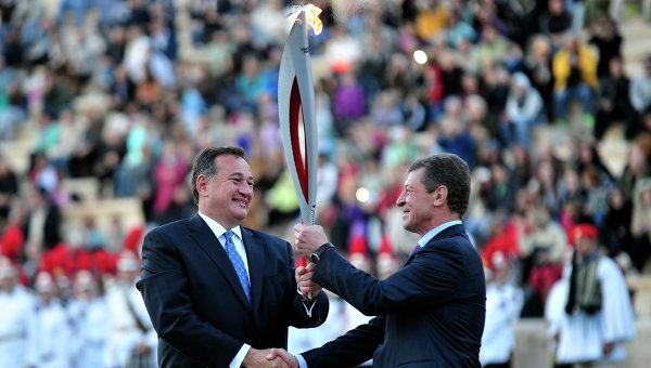 Прошла процедура передачи РФ олимпийского огня