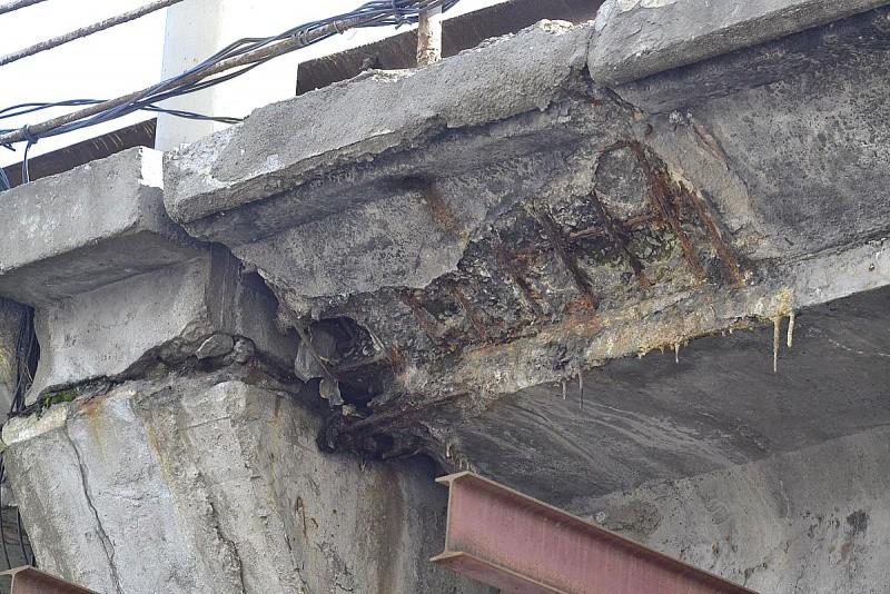 Шулявский мост крайне небезопасен, его надо незамедлительно разрушать (ФОТО)