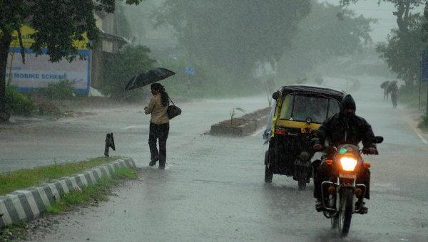 Ураган Файлин в Индии уносит жизни людей (ФОТО)