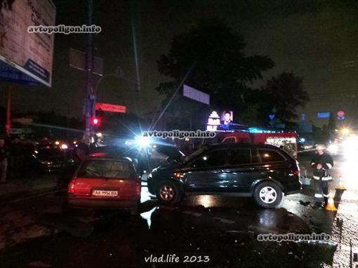 Серьезная авария в Киеве на перекрестке Боженко и Федорова