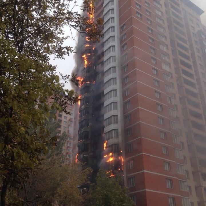 В центре Донецка горит высотка