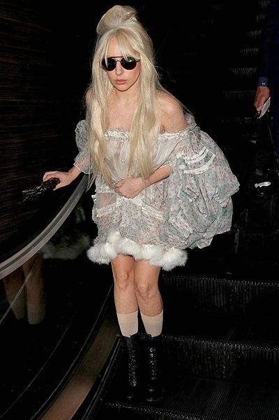 Хэллоуин недалеко. Леди Гага в аэропорту
