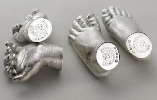 Преемнику английского трона презентовали ручки и ножки