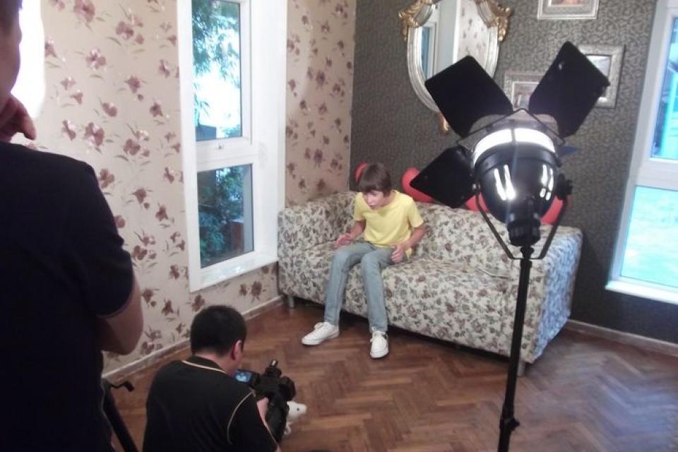 Дебош: В Мариуполе подростки сняли порнолента