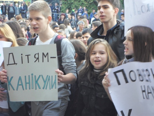 Прокуратура занялась вопросом перевода каникул в Ужгороде