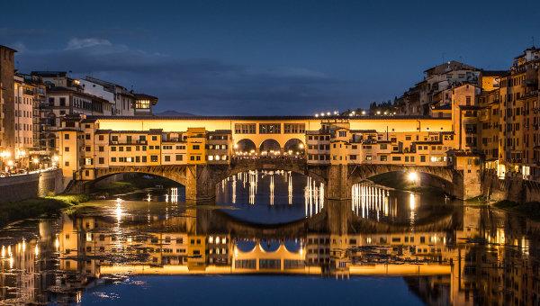 Двоих украинцев притормозили за автографы на мосту Флоренции