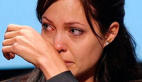 Анджелина Джоли мучается от боли в новой груди