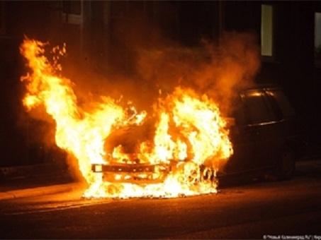 В центре Киева в ночное время сгорел дорогой авто