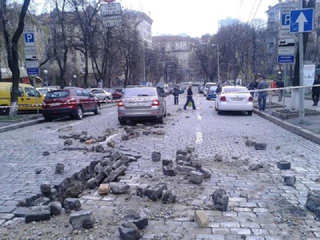 В центре Киева хлопнула автодорога (ФОТО)