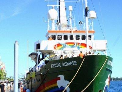Видео захвата судна Arctic Sunrise появилось в сети (ВИДЕО)