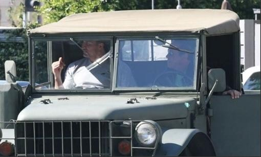 Шварценеггер хвастался перед Кличко войсковым внедорожником
