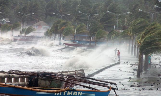 """В южном Китае тайфун """"Хайян"""" спровоцировал наводнение"""