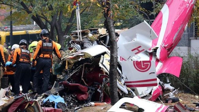 В Сеуле вертолет налетел в квартирное сооружение, были убиты люди ВИДЕО