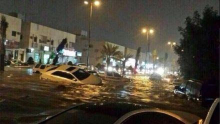 В Саудовской Аравии производительные дожди продолжаются третьи сутки