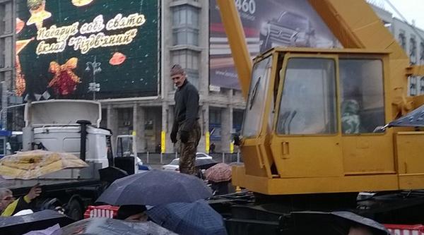 Полиция отгораживает Евромайдан от митингующих