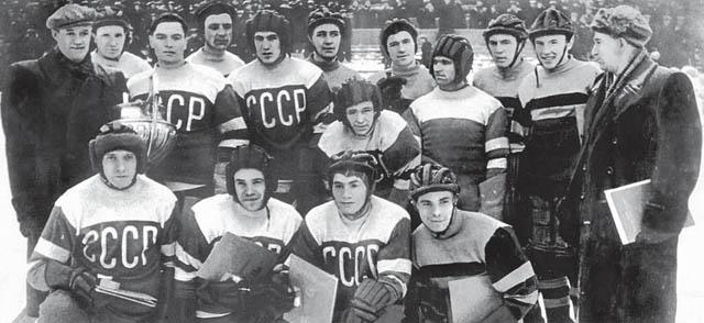 Скончался русский чемпион по хоккею Александр Комаров