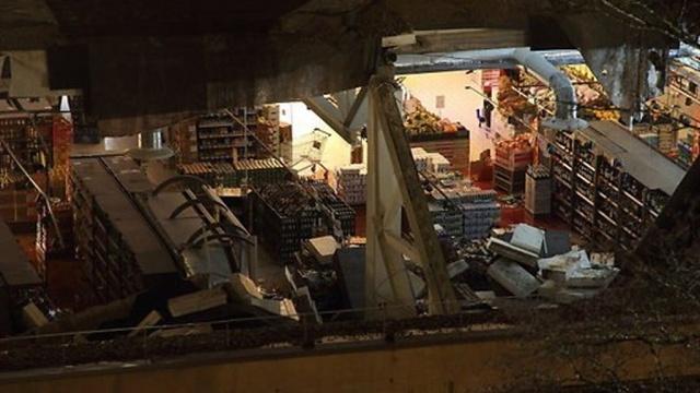 В рижском ТЦ Maxima обрушилась еще часть крыши