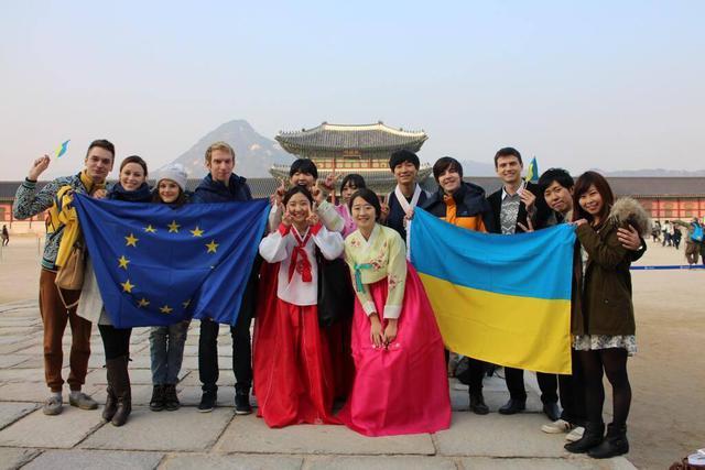 Стартовала волна «Евромайданов» в прочих государствах мира (ФОТО)