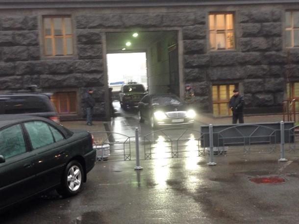 Министры покидают Кабмин через черный ход