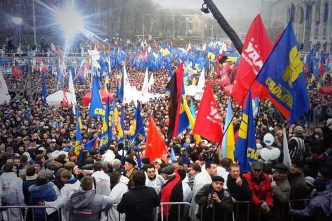 Между Евромайданами назрел инцидент. Ночь будет беспокойной