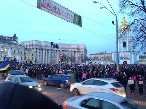 На Михайловской площади в Киеве продолжается митинг