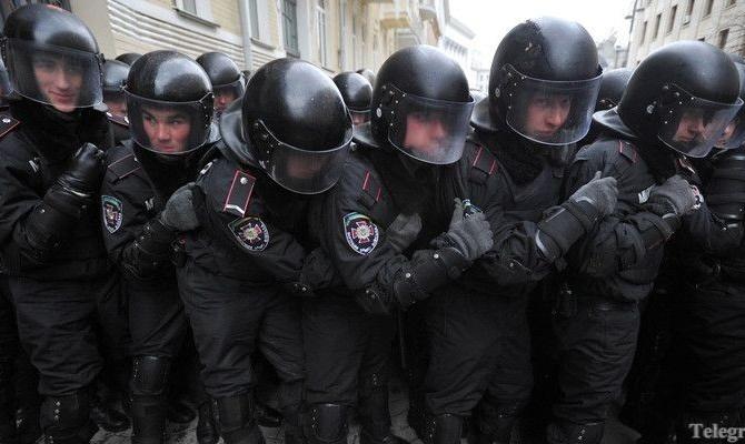 Азаров: Главного киевского милиционера уже уволили